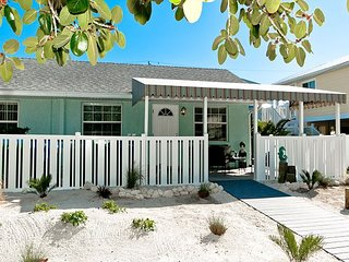 Gulf Winds - a completely remodeled cozy cottage - pet friendly