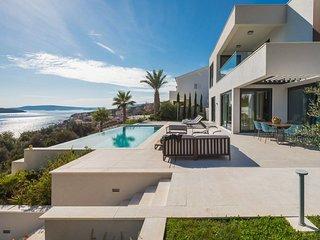 Villa Heaven Trogir– Luxurious villa with heated pool near the beach,Seget Donji