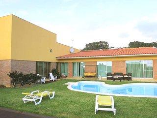 PVZ16V6 Luxuosa vivenda com campo futebol exterior