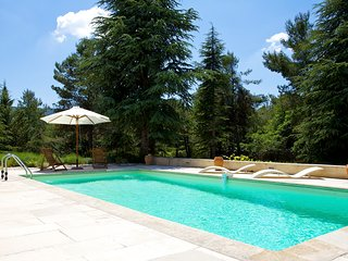 Lacoste Villa Sleeps 6 with Pool - 5706645