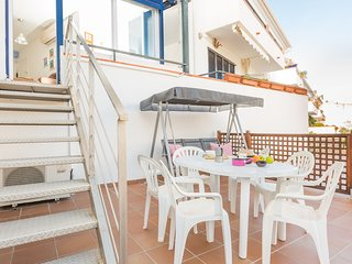 2 bedroom Apartment with Air Con, WiFi and Walk to Beach & Shops - 5223687