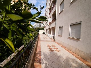 1 bedroom Apartment with Air Con, WiFi and Walk to Beach & Shops - 5584088