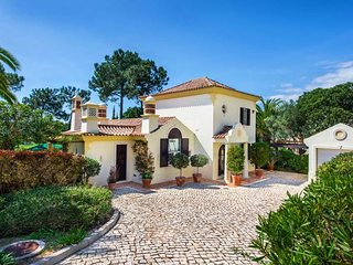Quinta do Lago Villa Sleeps 6 with Pool Air Con and WiFi - 5693107