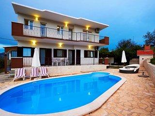 Villa Lily Split – Beautiful villa with pool near center of Split