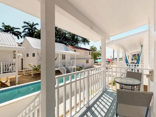 Comfortable bungalow w/ ocean views, shared pool & more - walk to the beach!