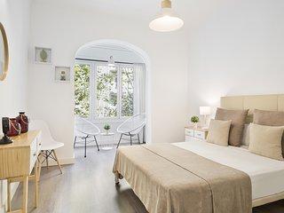 Nice and cozy apartment next to the Sagrada Familia.