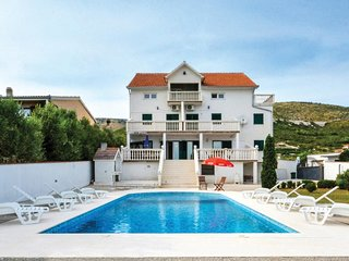 2 bedroom Apartment in Plano, Splitsko-Dalmatinska Zupanija, Croatia - 5574273