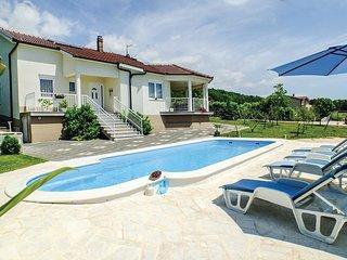 4 bedroom Villa in Crna Gora, Splitsko-Dalmatinska Zupanija, Croatia : ref 55622