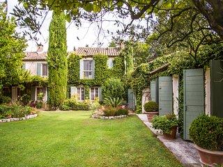 6 bedroom Villa in Saint-Remy-de-Provence, France - 5716028