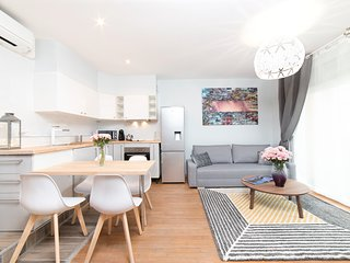 Bru Design Near Paris / Furnished F2 / Air Conditioning / Free Parking