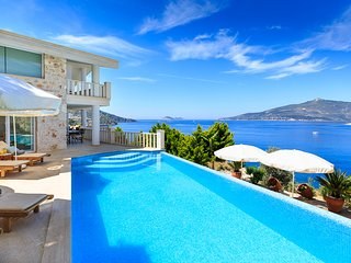 4 BEDROOMS VILLA SEASIDE