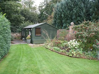 One bedroom self catering log cabin in Longniddry, near beach and all amenities