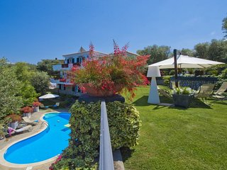 Villa Serena Sorrento Luxury - Great Family Friendly Villa with 5 Bedrooms and P
