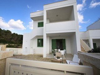 2 bedroom Villa with Air Con, WiFi and Walk to Beach & Shops - 5392589