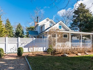 DELOR - Outstanding In-town Home,  Gorgeous Professionally Landscaped Yard,  5 M