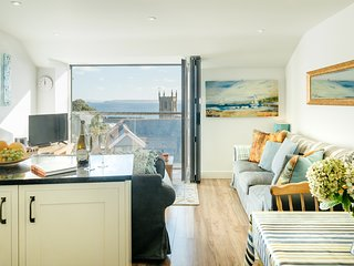 Luxury Central Apartment with Fabulous Sea Views and Parking