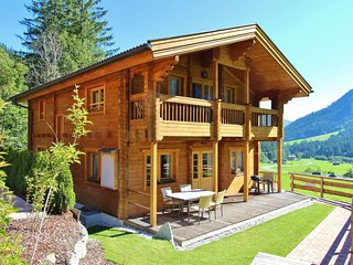Luxurious and magnificent wooden chalet, with 5 bedrooms and a sauna, in the fa