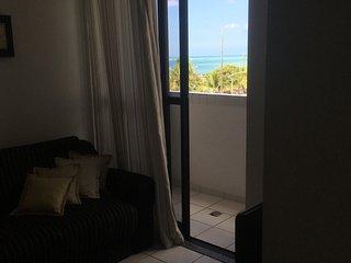 quarto e sala vista para o mar na Pajuçara