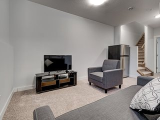 Cozy Lower suite close to Downtown 41 Calgary