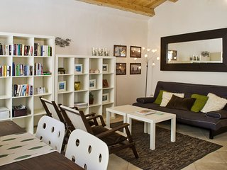 Light-filled apartment in old Alghero centre; free wifi, air-con - Casa Raffaela
