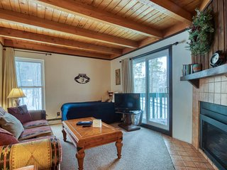 Convenient condo with shared pool, hot tub, & sauna - near lake & slopes!