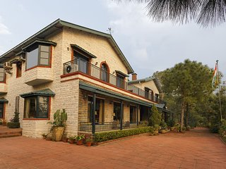 Mistair Estate - 2 Luxury Hilltop Holiday Homes in Kasauli w Cook & Garden