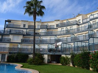 Spacious apartment a short walk away (325 m) from the 'Playa de l'Aigua Morta' i