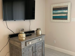Newly Remodeled Surfside Beach Villa