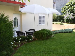 Diklo Apartment Sleeps 5 with Air Con - 5465028