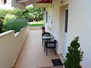 Diklo Apartment Sleeps 2 with Air Con - 5465026