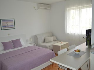 Diklo Apartment Sleeps 2 with Air Con - 5465027