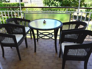Diklo Apartment Sleeps 3 with Air Con - 5465031