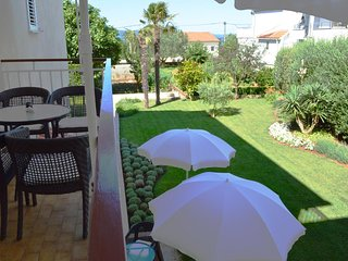 Diklo Apartment Sleeps 3 with Air Con - 5465032