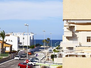 Spacious apartment a short walk away (200 m) from the 'Playa de L'Aigua Blanca'