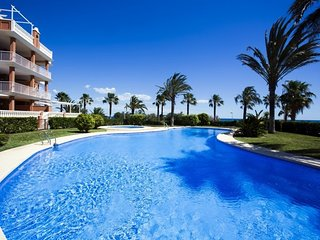 Spacious apartment a short walk away (123 m) from the 'Playa de la Almadrava' in