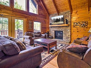 NEW! Pigeon Forge Cabin w/Hot Tub & Pool Access!