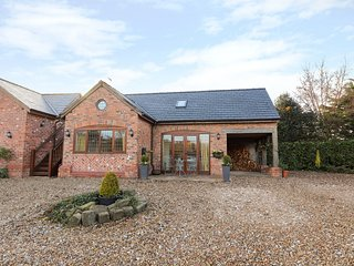 HONEYPOT COTTAGE, WiFi, cosy interior, in Tarporley