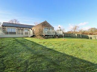 MORRANE Swiss style lodge, large enclosed garden, bedrooms both en-suite, dog fr
