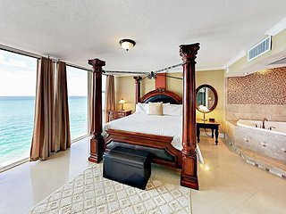 Penthouse Suite w/ Ocean View & Private Jacuzzi - Pool, Beach Access & Dining