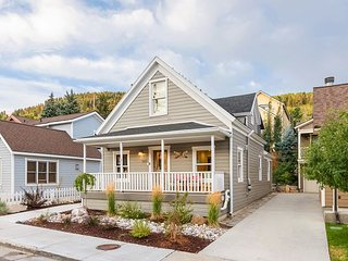 Steps to Town Lift! 4BR w/ Private Hot Tub, In-Home Gym & Ski Storage