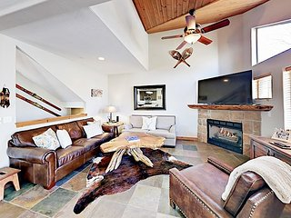 4BR w/ Private Hot Tub - Walk to Bus Line, Short Drive to Skiing & Downtown