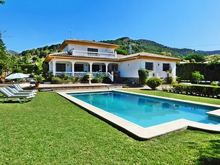 Villa with lots of privacy for families or business, with pool, garden, wifi