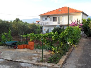 Two bedroom apartment Slatine (Ciovo) (A-11047-a)