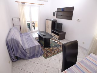 Apartment for six persons with two bedrooms located 70m from beach with sea view