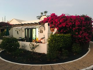 """Casa Beatriz"":  Sunny Quiet house, next to the beach and town of Playa Blanca!"