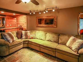 STARDUST~Modern Family Cabin Retreat~Quiet Location~
