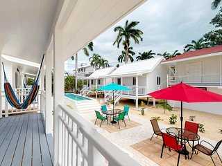 Sea view bungalow w/ porch, hammock, 2 shared pools & onsite spa/yoga!
