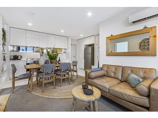 Spacious apartment atop the Melbourne CBD