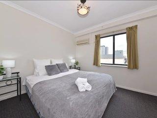 Perth city apartment free parking & pool ! 66193