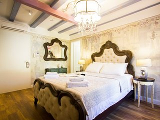 Plaza Marchi Old Town - Deluxe Queen Room